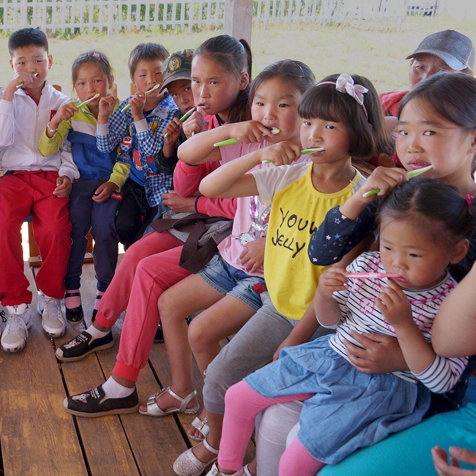 Dank der kontinuierlichen Unterstützung durch Spenden konnte die MKF bis heute 940 Kinder in Waisenhäusern und Kindertagesstätten erfolgreich behandeln....